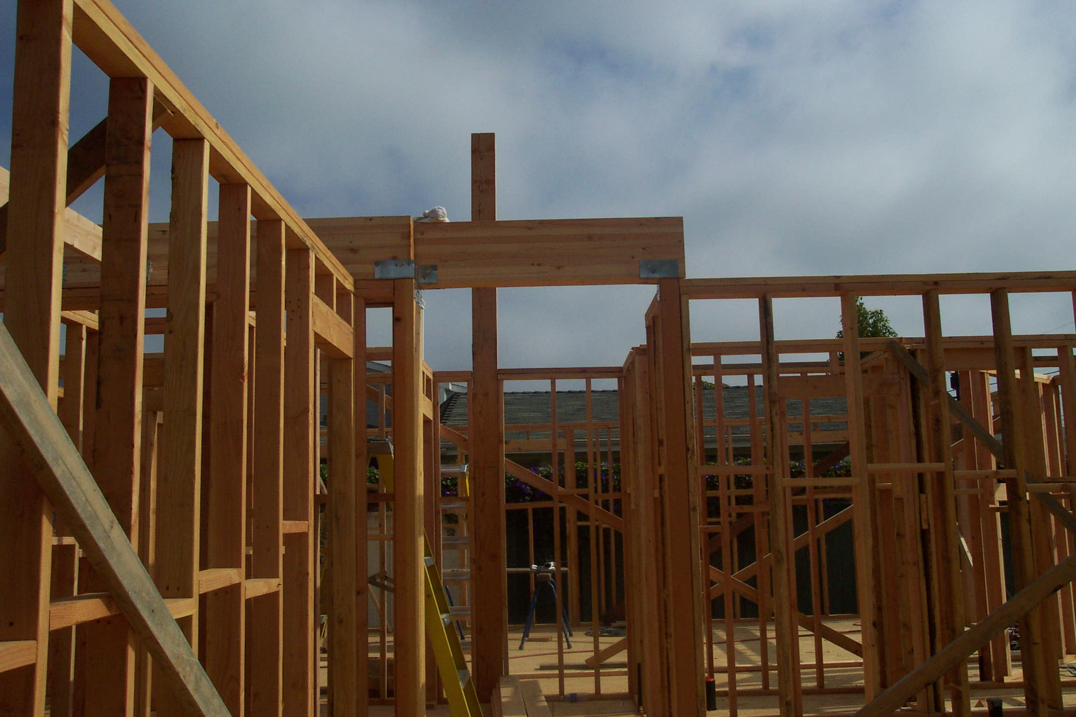 House framing and building ceiling and wall braces for House framing 101